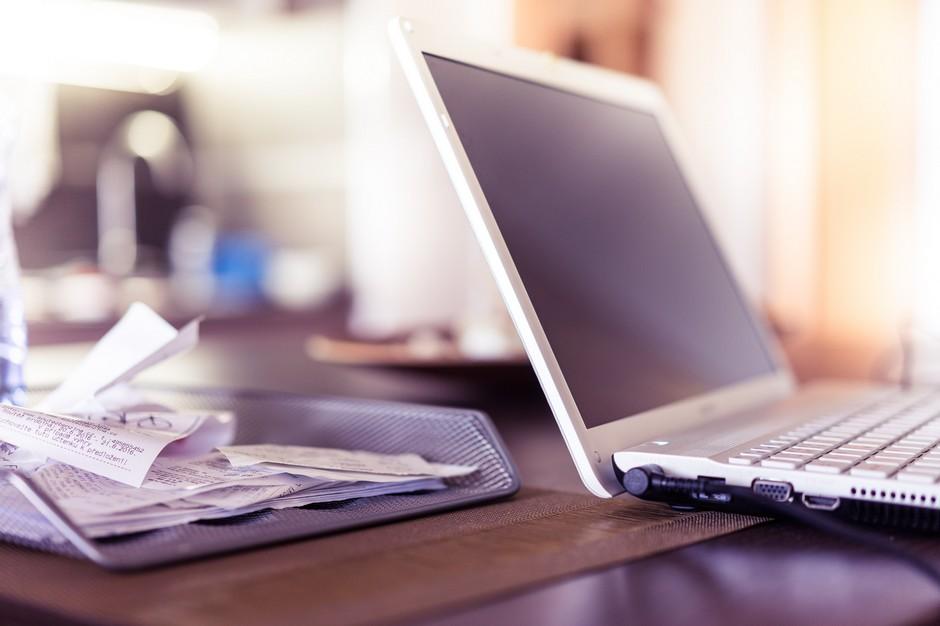 mikropożyczka na rachunki, laptopa